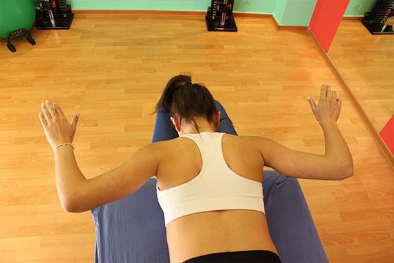 ασκήσεις προσαγωγής ωμοπλατρών