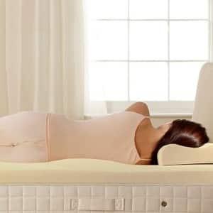 πλάγια κατάκλιση στο κρεβάτι