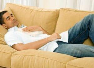 ύπνος σε καναπέ